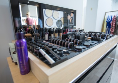 Youngblood Make-up hos Style Vision